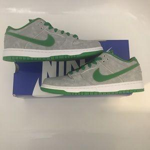 Nike SB Dunk Low Medusa Sz 9 RARE 🔥🔥
